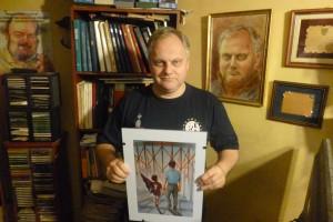 Adolfo muestra el cuadro que le obsequio la familia Scotta