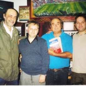 Enrique junto a Adolfo,Anibal Lopez y Diego en el Bar San Lorenzo.