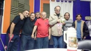 Nos visitaron Alejandro de Villa Luro y Jose de Parque Chacabuco, oyentes del programa ganadores de los premios sorteados.